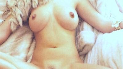 Στέλλα Μπεζαντάκου ολόγυμνη φωτογράφηση