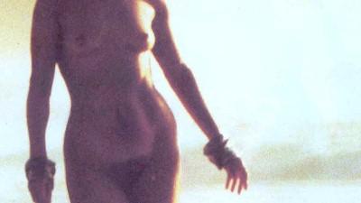 Ελένη Ερήμου σκηνές σεξ ολόγυμνη
