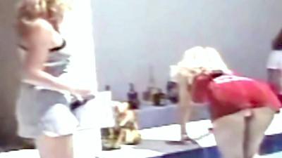 Ελένη Μενεγάκη φούστα μέχρι τον αφαλό