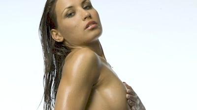 Μαρία Αλεξόγλου γυμνόστηθη & με μαγιό