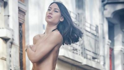 Αντζέλικα Γιασεμή γυμνόστηθη