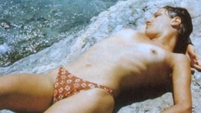 Μελίνα Κριτσάλου γυμνόστηθη παραλία