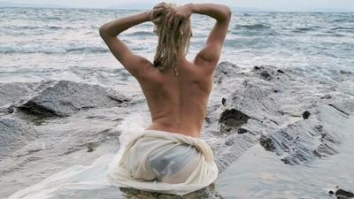 Όλγα Πηλιάκη γυμνόστηθη